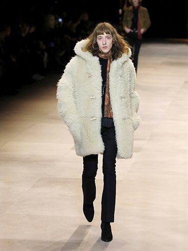Abrigo oversized y pantalones pitillo otoño/ invierno 2020-2021 de Celine