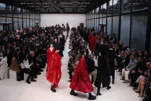 Carrusel de modelos otoño/ invierno 2020-2021 de Valentino