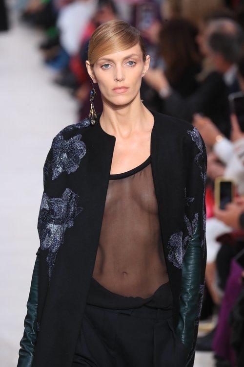 Blusa transparente y capa estampada otoño/ invierno 2020-2021 de Valentino
