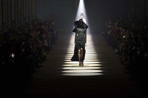 Carrusel de modelos otoño/ invierno 2020-2021 de Givenchy