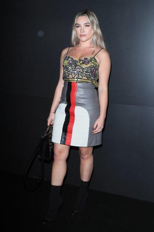 Florence Pugh con un dos piezas de Louis Vuitton para asistir al desfile otoño/invierno 2020-2021