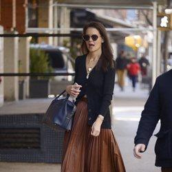 Katie Holmes en Nueva York con un look complicado