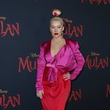 Chistina Aguilera apuesta por el color block para la premiere de 'Mulan' en Los Ángeles