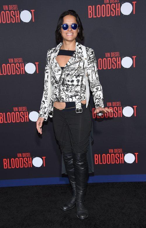 Michelle Rodriguez con un look rockero en la premiere de 'Bloodshot' en Los Ángeles