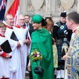 Meghan Markle con un total look verde esperanza en el Día de la Commonwealth 2020