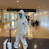 Naomi Campbell lleva el look para viajar en avión demiado lejos en medio de la crisis por el coronavirus