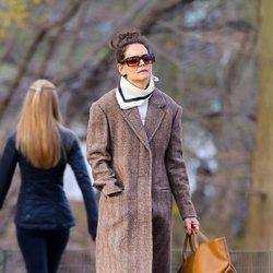 Katie Holmes con un estilo casual paseando por Nueva York