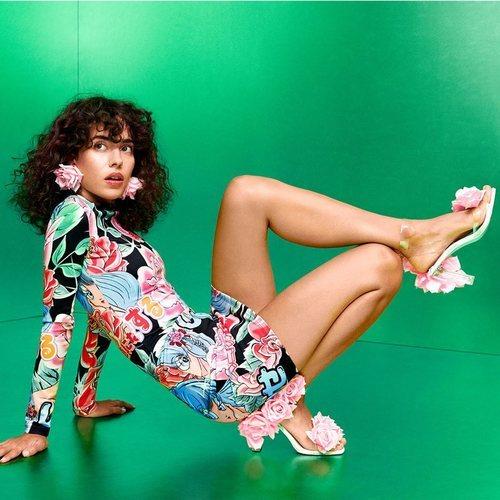 Vestido ajustado con estampado de flores y kawaii de la coleción de María Escoté para Desigual