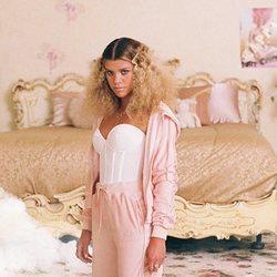 Sofia Richie presenta la colección de Kappa x Juicy Couture otoño/invierno 2020/2021