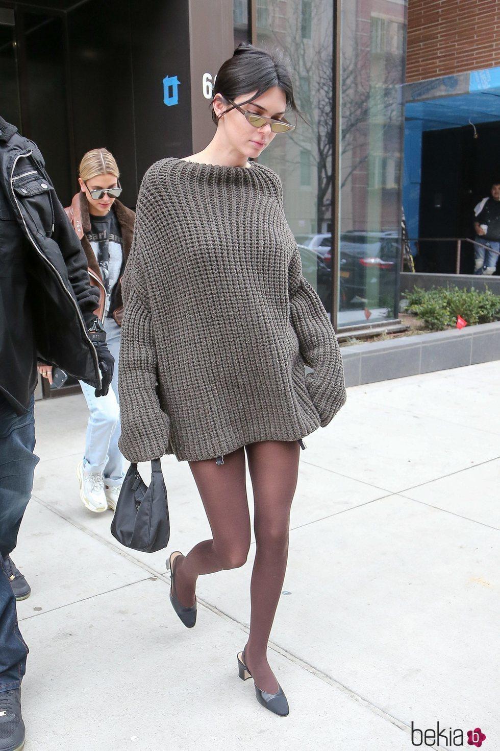 Kendall Jenner con un jersey oversize en Los Angeles