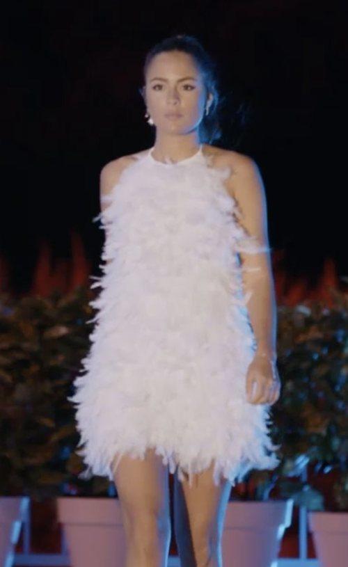 Melyssa Pinto con un vestido blanco de plumas de Hinsomnia en 'La isla de las tentaciones: tres meses después'