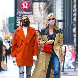 Olivia Palermo y Nicky Hilton con looks casual por las calles de Nueva York
