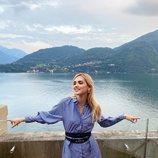 Chiara Ferragni con una camisa vestido y cinturón