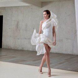 Nieves Álvarez con un vestido blanco de Stephane Rolland Alta Costura