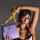 Hailey Bieber protagonizando la campaña primavera/verano 2021 de Versace