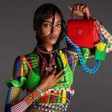 Mona Tougaard protagonizando la campaña primavera/verano 2021 de Versace