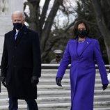 Kamala Harris vestida de Christopher John en la toma de posesión de Joe Biden