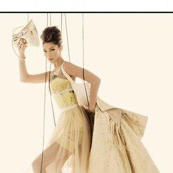 Bella Hadid en la campaña primavera/verano 2021 de Moschino