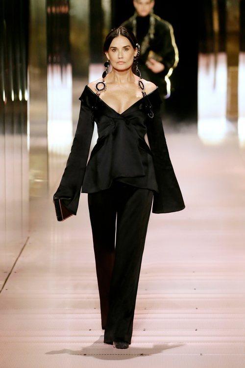 Look 1 (Demi Moore) de la colección Alta Costura primavera/verano 2021 de Fendi