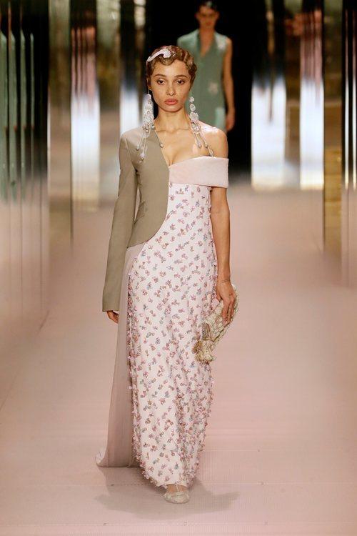 Look 11 (Adwoa Aboah) de la colección Alta Costura primavera/verano 2021 de Fendi