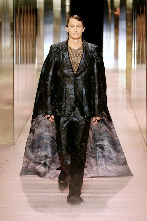 Look 14 de la colección Alta Costura primavera/verano 2021 de Fendi