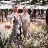Kate Moss y su hija Lila Grace en el desfile de la colección Alta Costura primavera/verano 2021 de Fendi