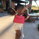Stormi Webster con un bolso Birkin de Hermès