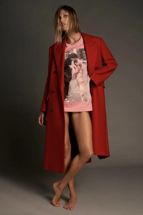 Abrigo oversize de lana en color rojo de la coleccion 'Love' de Zara