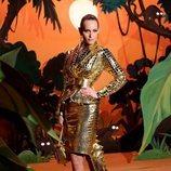 Look 33 (Amber Valletta) de la colección otoño/invierno 2021/2022 de Moschino