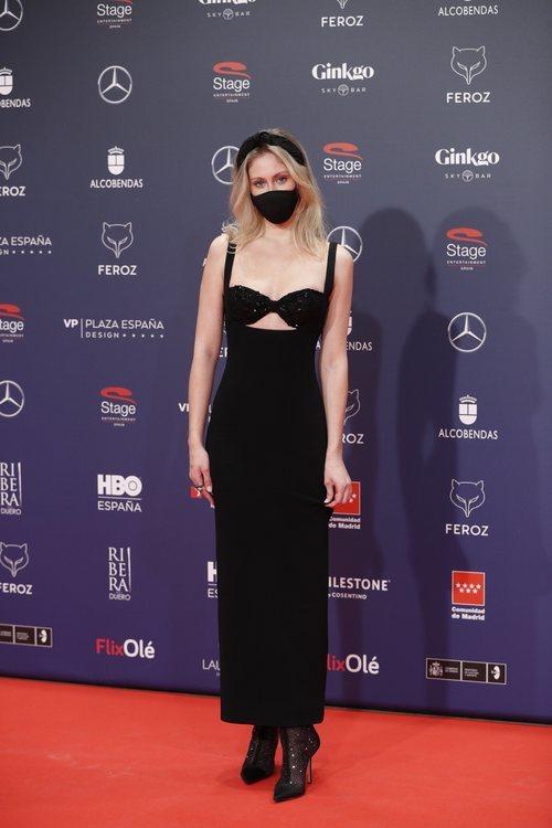 Teresa Riott con un vestido de Alexandra Rich en la alfombra roja de los Premios Feroz 2021
