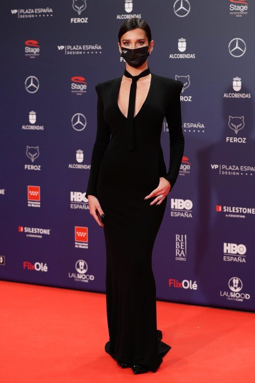 Lola Rodríguez con un vestido de Jean Paul Gaultier en la alfombra roja de los Premios Feroz 2021