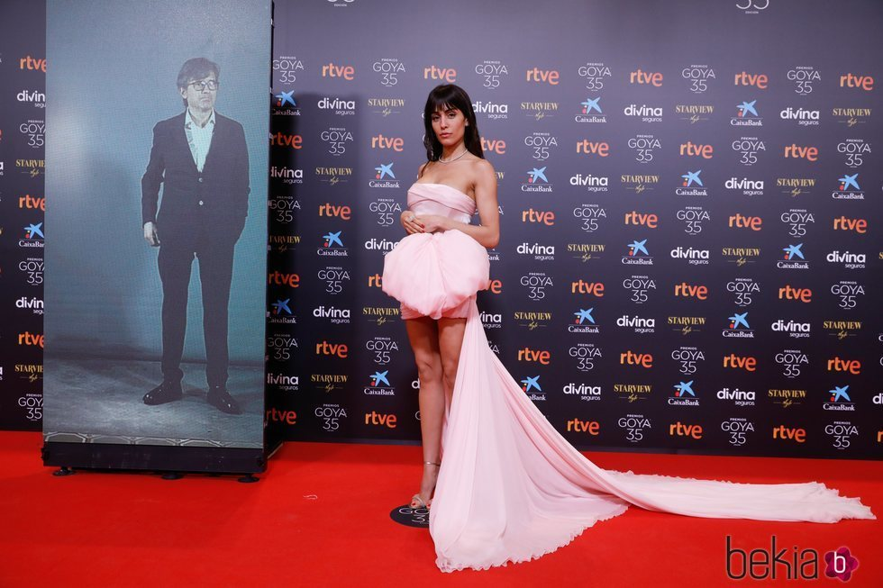 Hiba Abouk con un vestido de Giambattista Valli en los Goya 2021