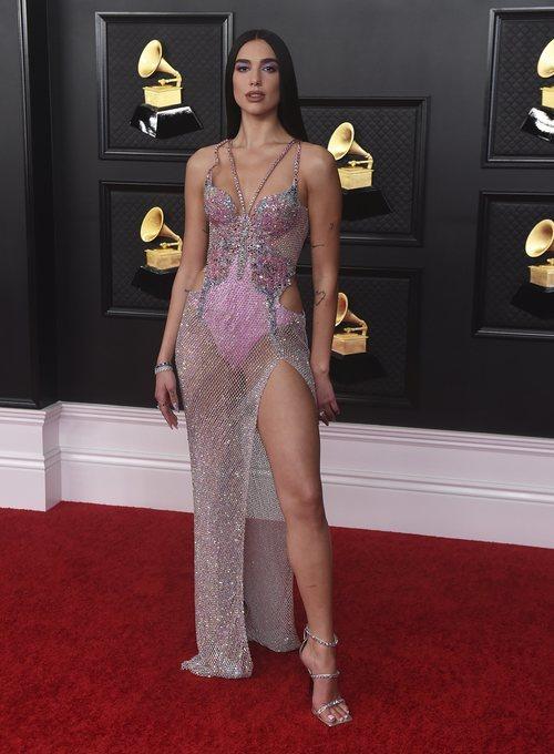 Dua Lipa de Versace en los Grammy 2021