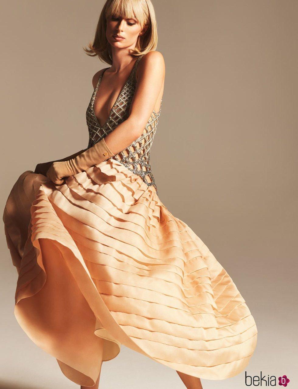 Pari Hilton con vestido de volantes de la colección otoño/invierno 2021/2022 de Lanvin