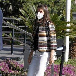La Reina Letizia recupera su chaqueta étinica de Uterqüe para un reunión en la Fundación Mutua Madrileña