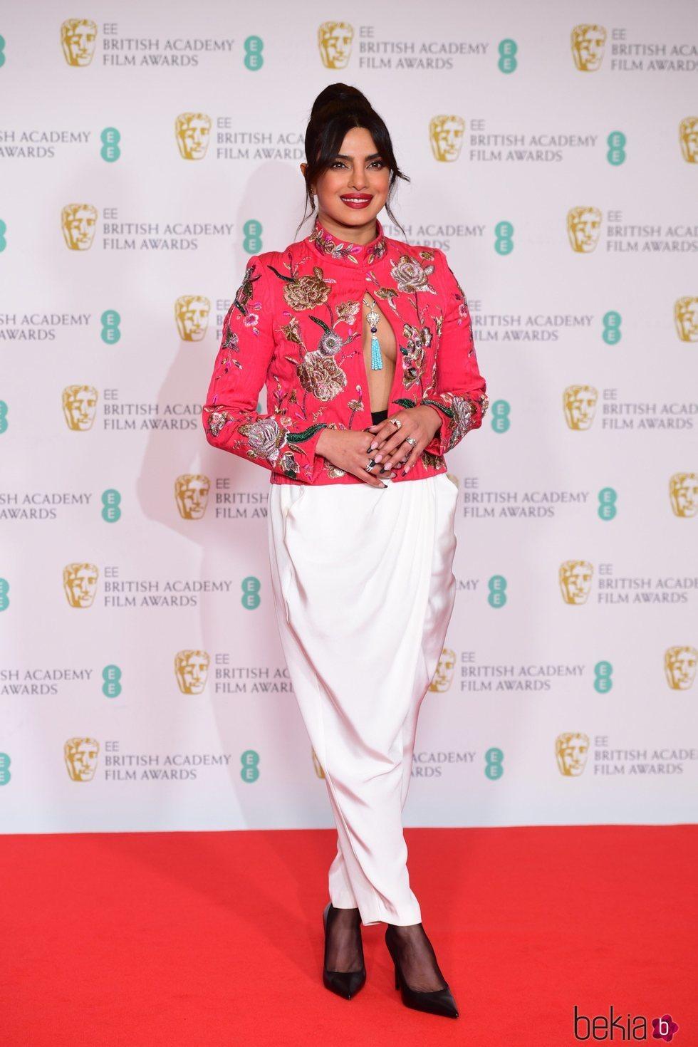 Priyanka Chopra vestida de Pertegaz en los premios BAFTA 2021