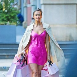 Irina Shayk en camisón por Nueva York rodando un spot de Victoria's Secret