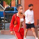 Bella Hadid con un look deportivo en Nueva York