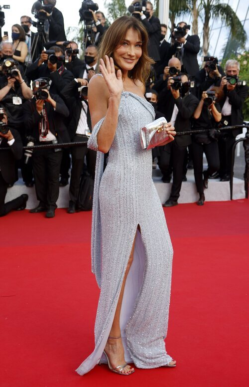 Carla Bruni vestida de Celine en el Festival de Cannes 2021