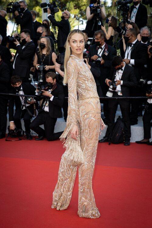 Candice Swanepoel vestida de Etro en el Festival de Cannes 2021