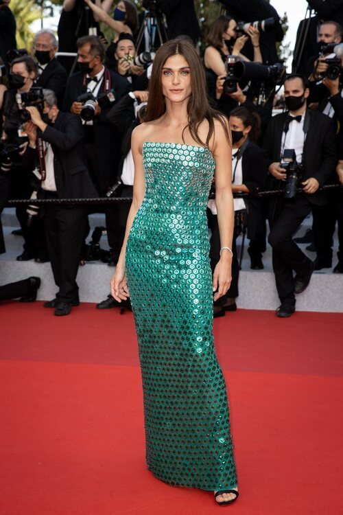 Elisa Sednaoui vestida de Alberta Ferretti en el Festival de Cannes 2021