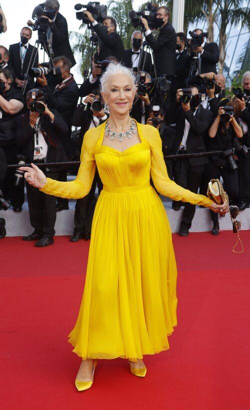 Helen Mirren vestida de Dolce & Gabbana en el Festival de Cannes 2021