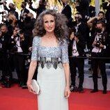 Andie McDowell con un vestido estilo dos piezas en el Festival de Cannes 2021