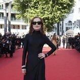 Isabelle Huppert vestida de Balenciaga en la segunda jornada del Festival de Cannes 2021