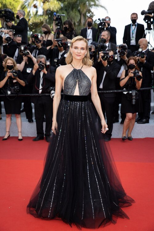 Diane Kruger vestida de Armani Privé en la segunda jornada del Festival de Cannes 2021