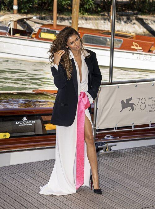Zendaya de Valentino a su llegada al Festival de Venecia de 2021