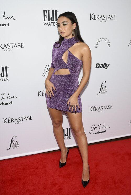 Charli XCX en los Premios Daily Front Row 2021 durante la Semana de la Moda de Nueva York primera/verano 2022