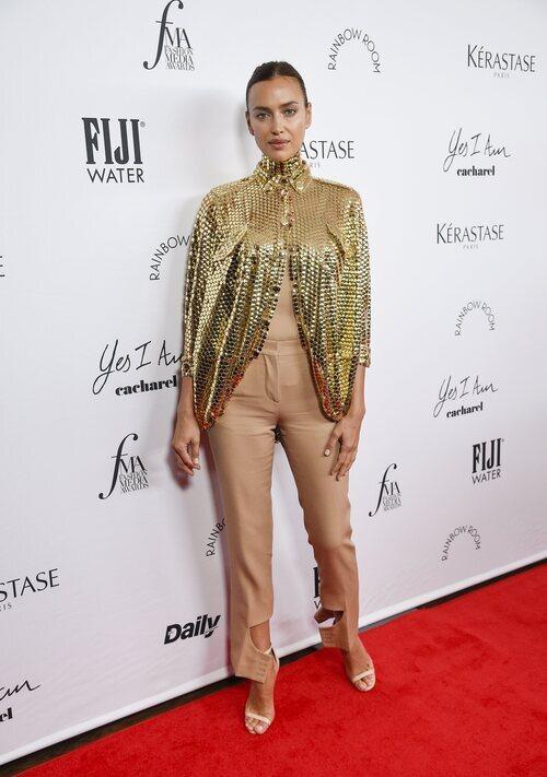 Irina Shayk en los Premios Daily Front Row 2021 durante la Semana de la Moda de Nueva York primera/verano 2022