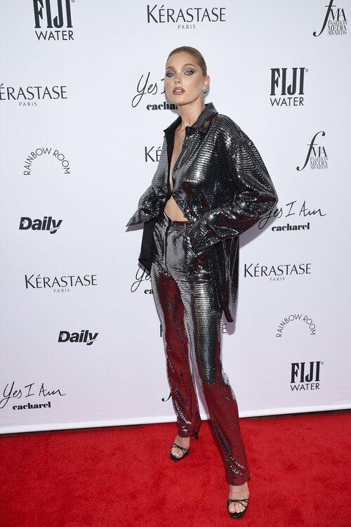 Elsa Hosk en los Premios Daily Front Row 2021 durante la Semana de la Moda de Nueva York primera/verano 2022