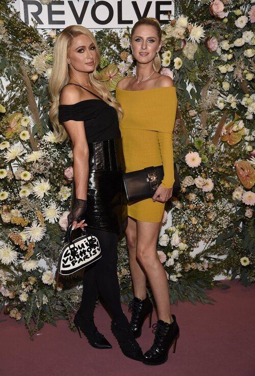 Paris y Nicky Hilton en un evento de Revolve durante la Semana de la Moda de Nueva York primera/verano 2022